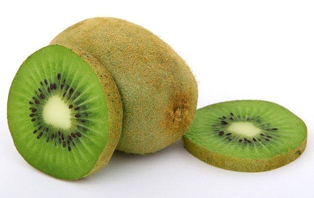 Un kiwi, riche en vitamine C