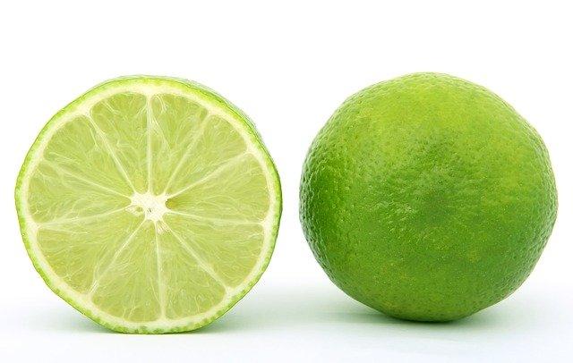 Un citron, riche en vitamine C