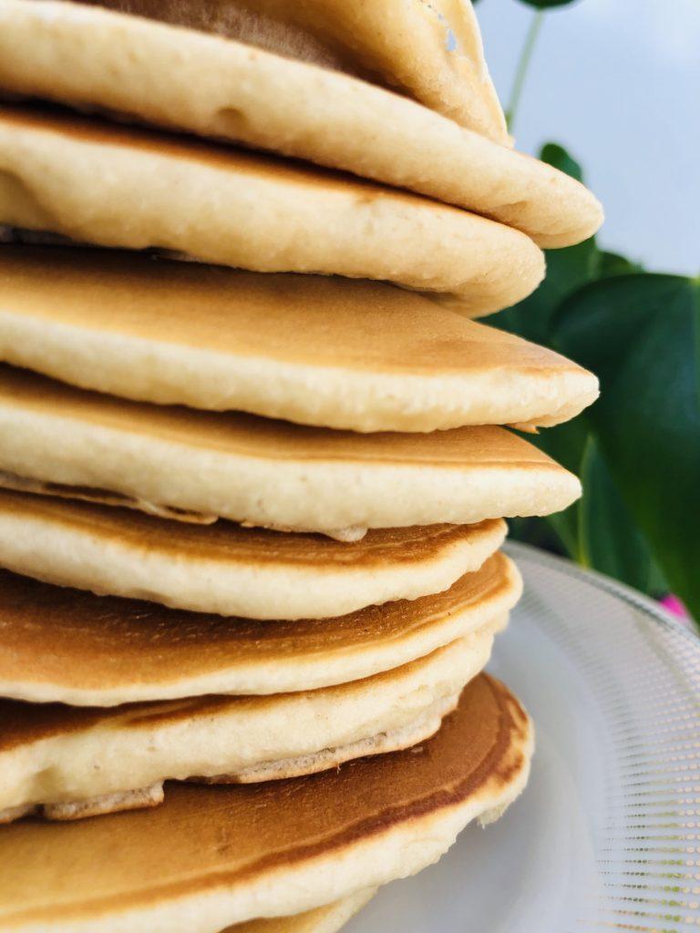 Tour de pancakes vegan moelleux et healthy